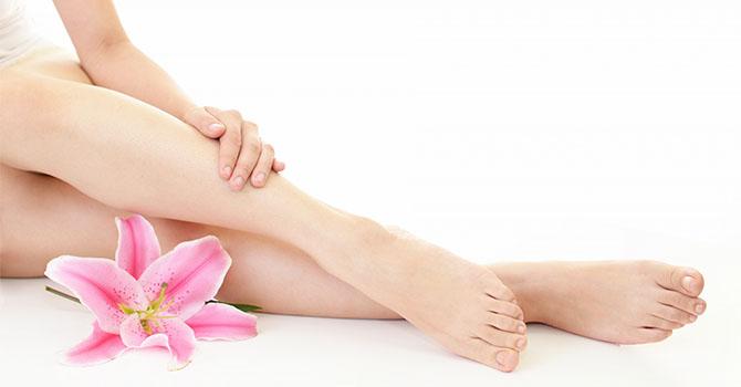 脱毛した美しい女性の脚